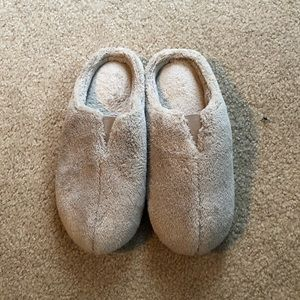 Cabernet light taupe Slippers NWOT size 5-6
